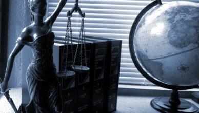 Vrouwe Justitia wettenbundels